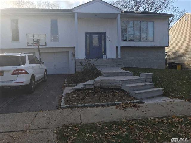 905 Cliffside Ave, N. Woodmere, NY 11581 (MLS #2989126) :: The Lenard Team