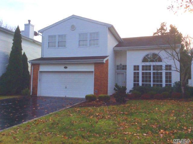 96 Fairway View Dr, Commack, NY 11725 (MLS #2989438) :: Platinum Properties of Long Island