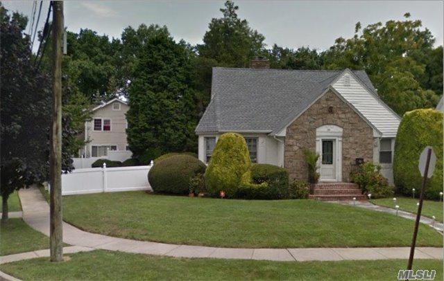 161 Ingraham Blvd, Hempstead, NY 11550 (MLS #2989868) :: The Lenard Team