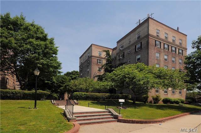 51-28 30th Ave 3D, Woodside, NY 11377 (MLS #2990034) :: Netter Real Estate