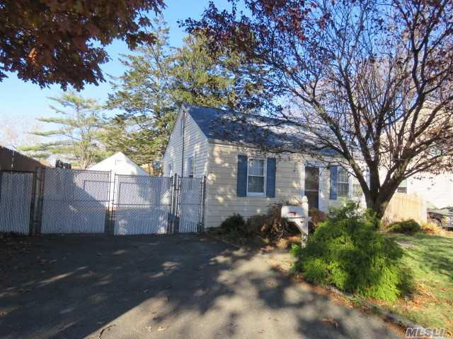 1 Leyden St, Huntington Sta, NY 11746 (MLS #2990146) :: Platinum Properties of Long Island