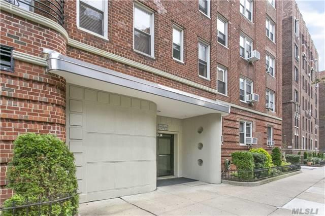 110-34 73 Rd 2G, Forest Hills, NY 11375 (MLS #2990632) :: Netter Real Estate