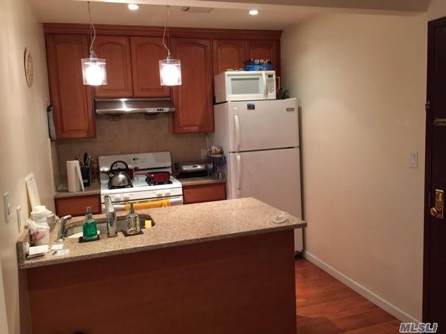 4333 42nd St 3B, Sunnyside, NY 11104 (MLS #2990972) :: Keller Williams Homes & Estates