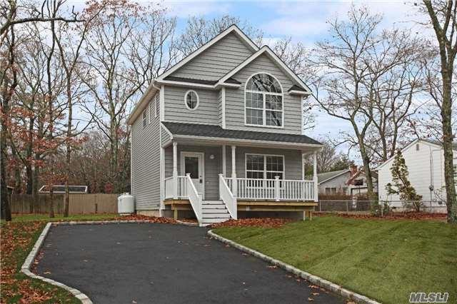 54 Woodward Ave, Patchogue, NY 11772 (MLS #2991594) :: The Lenard Team
