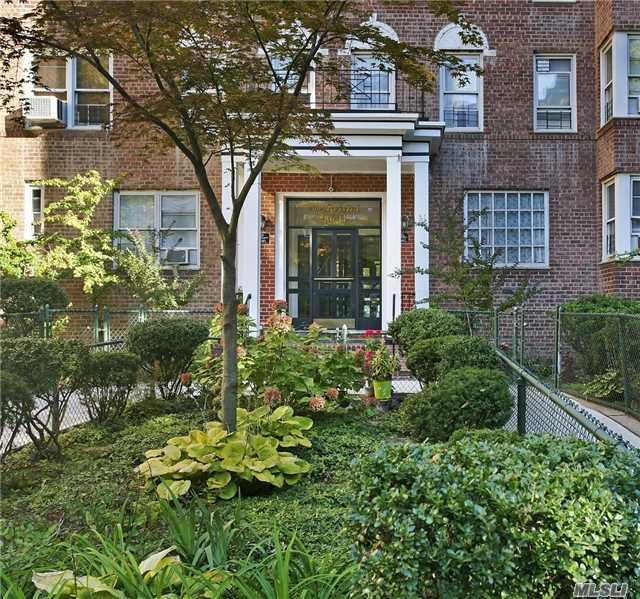 86-11 34th Ave 4H, Jackson Heights, NY 11372 (MLS #2991636) :: Netter Real Estate