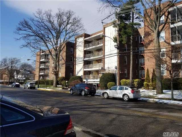 110 Brooklyn Ave 4 - B, Freeport, NY 11520 (MLS #2991720) :: The Lenard Team