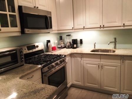 35-16 80 St #32, Jackson Heights, NY 11372 (MLS #2991829) :: Netter Real Estate