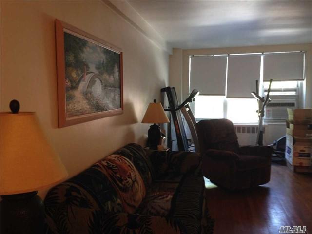 18-40 211th St 2J, Bayside, NY 11360 (MLS #2992894) :: Netter Real Estate