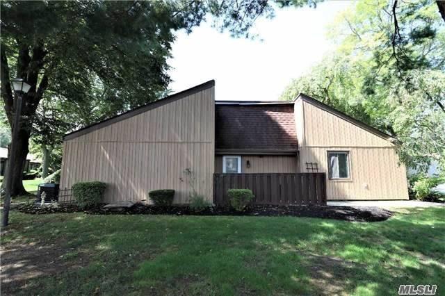 25 Strathmore Gate Dr, Stony Brook, NY 11790 (MLS #2993639) :: Netter Real Estate