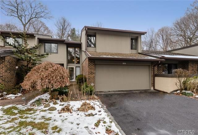 209 Northwood Ct, Jericho, NY 11753 (MLS #2994918) :: Netter Real Estate
