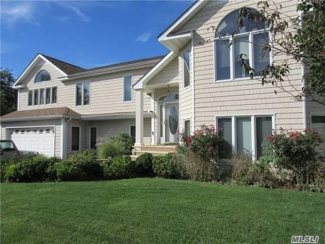 5 Tide Ct, Oakdale, NY 11769 (MLS #3003000) :: Netter Real Estate