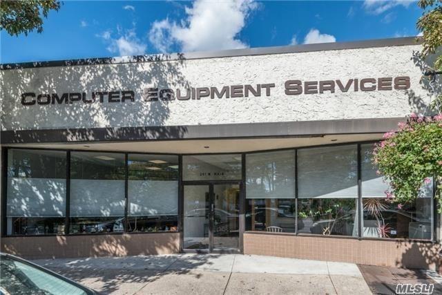 261 W Main St, Bay Shore, NY 11706 (MLS #3003383) :: Netter Real Estate