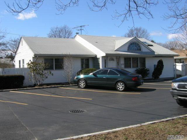 384 Oyster Bay Rd, Hicksville, NY 11801 (MLS #3003526) :: Netter Real Estate