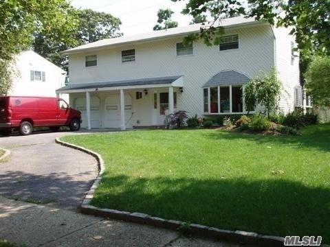 Commack, NY 11725 :: Platinum Properties of Long Island