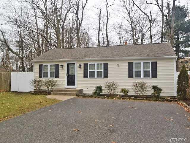 4 Lupine Ln, Lake Grove, NY 11755 (MLS #3006927) :: Keller Williams Homes & Estates