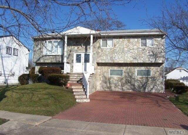4 Ozone Pl, Massapequa, NY 11758 (MLS #3007081) :: Keller Williams Homes & Estates
