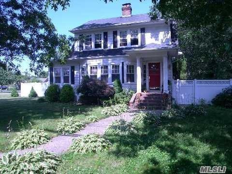 560 Pine Acres Blvd, Brightwaters, NY 11718 (MLS #3007413) :: Netter Real Estate