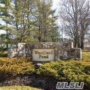 150 W Woodlake Dr, Woodbury, NY 11797 (MLS #3008554) :: Netter Real Estate