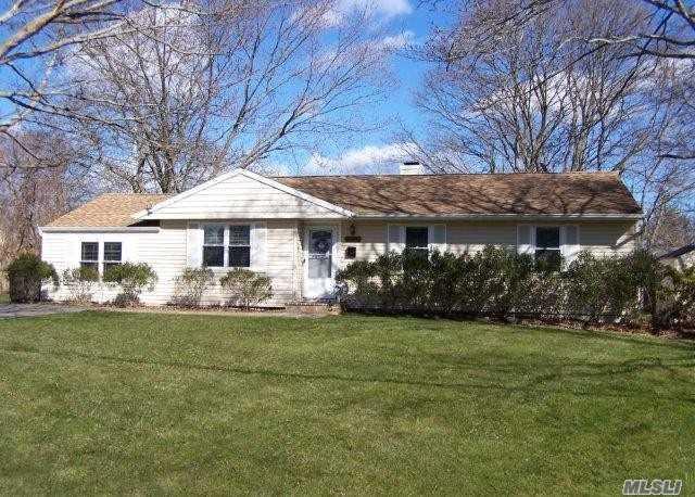 2817 Connecticut Ave, Medford, NY 11763 (MLS #3010281) :: Netter Real Estate