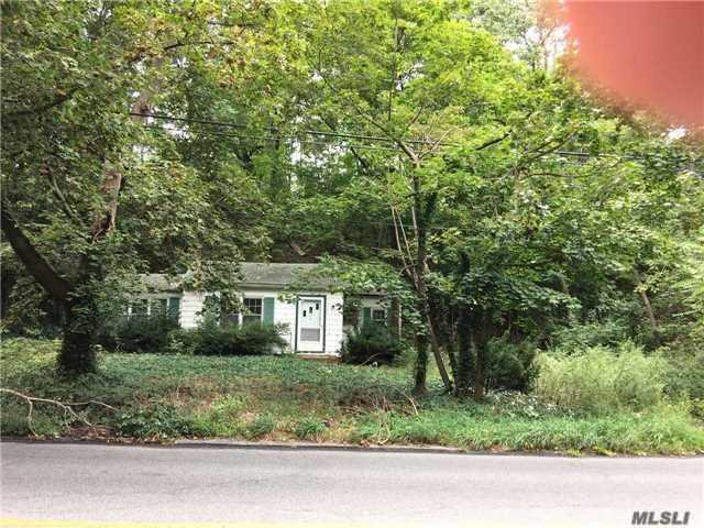 65 Youngs Hill Rd, Huntington, NY 11743 (MLS #3010335) :: Netter Real Estate