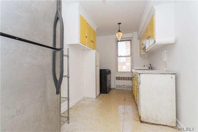33-24 91 Street 6S, Jackson Heights, NY 11372 (MLS #3010556) :: Netter Real Estate