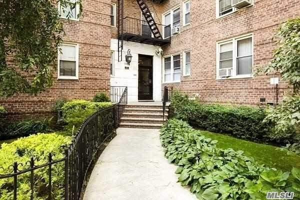 88-01 35th Avenue 1B, Jackson Heights, NY 11372 (MLS #3010836) :: Netter Real Estate