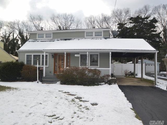 108 Kime Ave, N. Babylon, NY 11703 (MLS #3010920) :: Netter Real Estate