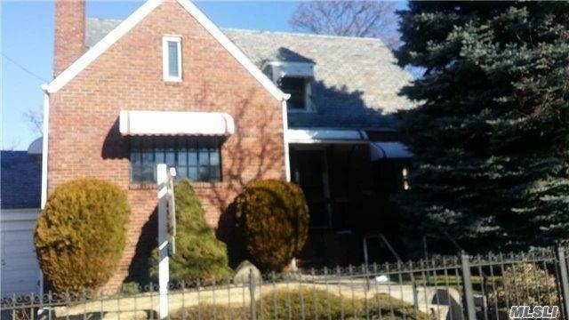 151-75 19th Ave, Whitestone, NY 11357 (MLS #3011288) :: Shares of New York