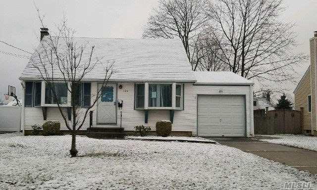 160 Van Buren St, W. Babylon, NY 11704 (MLS #3011813) :: Netter Real Estate