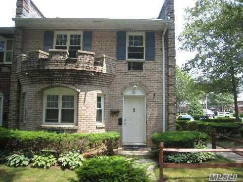 11 Glen Hollow Dr D-60, Holtsville, NY 11742 (MLS #3012119) :: Netter Real Estate