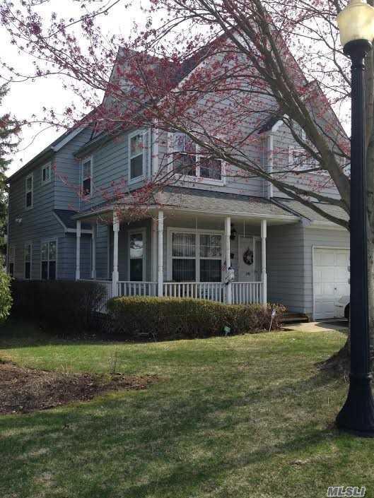 390 Smith St, Central Islip, NY 11722 (MLS #3012178) :: Netter Real Estate