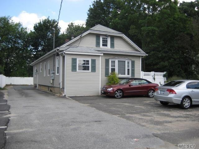 1841 Merrick Ave, Merrick, NY 11566 (MLS #3012215) :: The Lenard Team