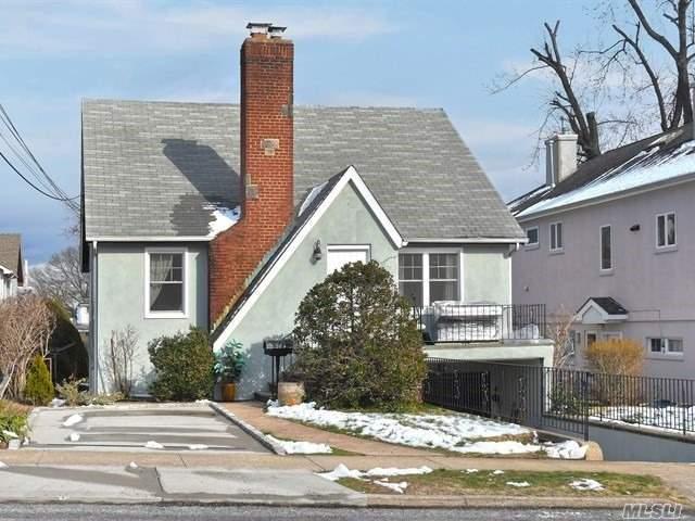 6 Linwood North Rd, Port Washington, NY 11050 (MLS #3012258) :: The Lenard Team