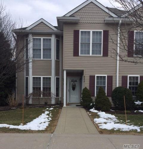 863 Verona Dr, Melville, NY 11747 (MLS #3012389) :: Netter Real Estate
