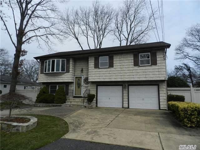 1135 Washington Ave, West Islip, NY 11795 (MLS #3012390) :: Netter Real Estate