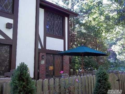 253 Brettonwoods Dr, Coram, NY 11727 (MLS #3012604) :: Netter Real Estate