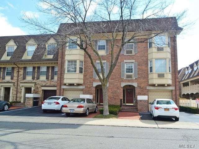 12-33 Robin Ln Duplex, Bayside, NY 11360 (MLS #3013010) :: Shares of New York