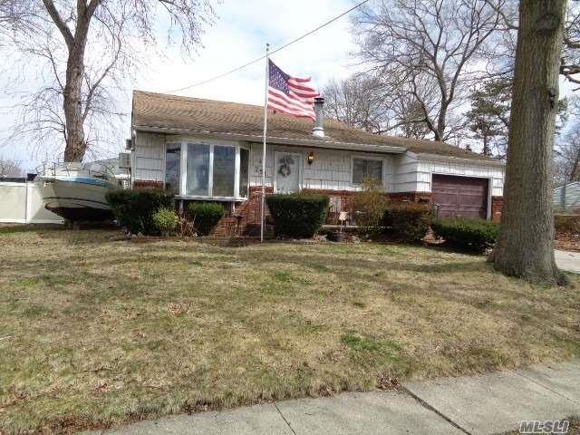 251 Woods Rd, N. Babylon, NY 11703 (MLS #3013083) :: Netter Real Estate