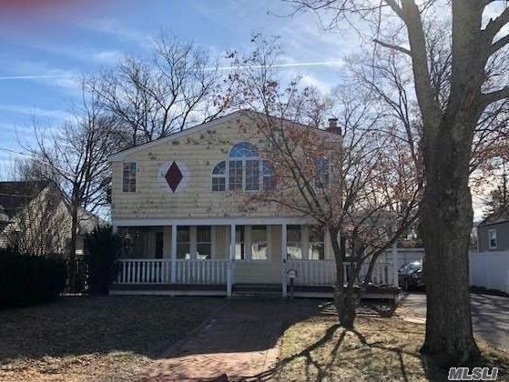 682 Elmwood Rd, W. Babylon, NY 11704 (MLS #3013133) :: Netter Real Estate