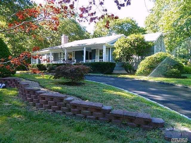 6 Higbee Rd, Hampton Bays, NY 11946 (MLS #3013194) :: Netter Real Estate