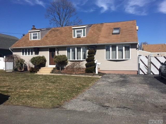 156 N Hamilton Ave, Lindenhurst, NY 11757 (MLS #3013441) :: Netter Real Estate