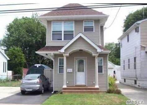 274 S 6 St, Lindenhurst, NY 11757 (MLS #3013700) :: Netter Real Estate