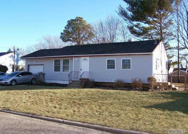 4 Arthur St, Brentwood, NY 11717 (MLS #3013763) :: Netter Real Estate