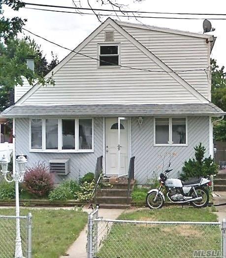 11 E Kissimee Rd, Lindenhurst, NY 11757 (MLS #3013912) :: Netter Real Estate