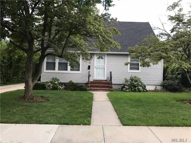 Albertson, NY 11507 :: Netter Real Estate