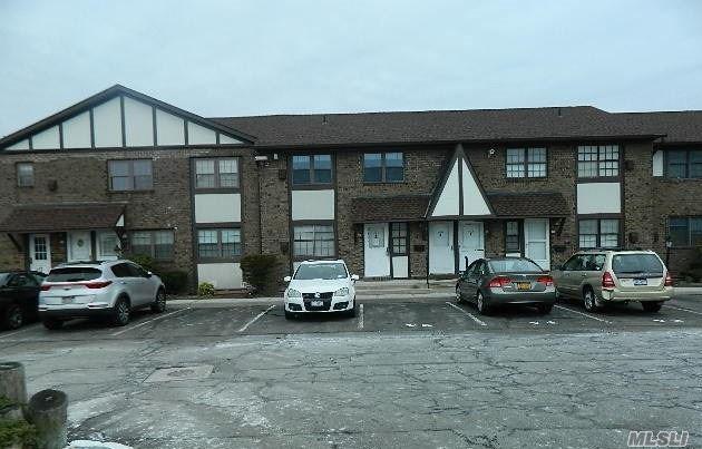 437 Mariners Way, Copiague, NY 11726 (MLS #3017062) :: The Lenard Team