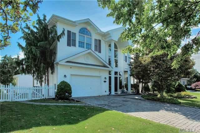 161 S Pace Dr, West Islip, NY 11795 (MLS #3017802) :: Netter Real Estate
