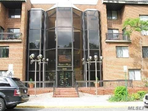 1 Ipswich Ave #304, Great Neck, NY 11021 (MLS #3020896) :: Keller Williams Points North