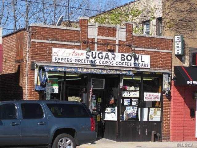 945 Willis Ave, Albertson, NY 11507 (MLS #3023225) :: The Lenard Team