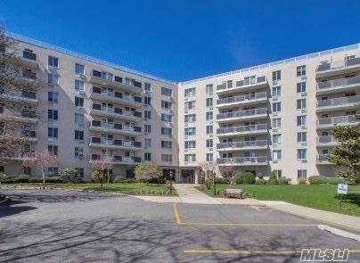 135 Post Ave 2F, Westbury, NY 11590 (MLS #3023322) :: The Lenard Team